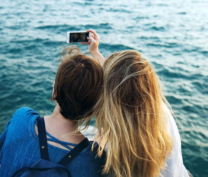Au murit incercand sa faca un selfie